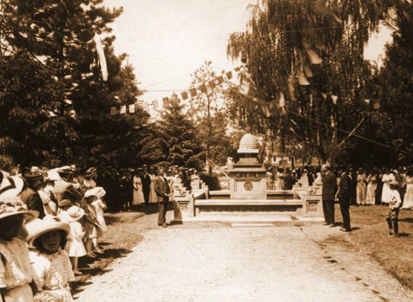 Beehive Fountain Dedication in 1913